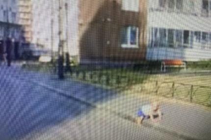 выползший на дорогу ребёнок