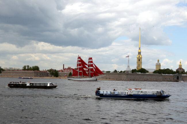 бриг Россия, парусник, Алые паруса