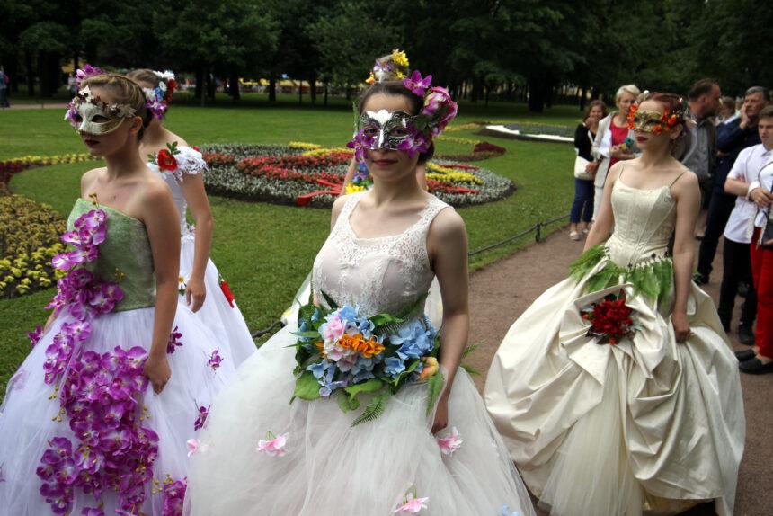 Окопались: в Александровском саду открылся фестиваль цветов