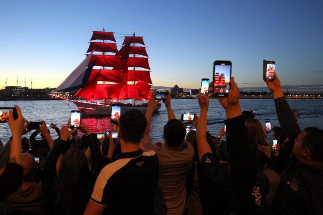 бриг Россия, парусник, корабль, Алые паруса, мобильные телефоны, мобильная фотография