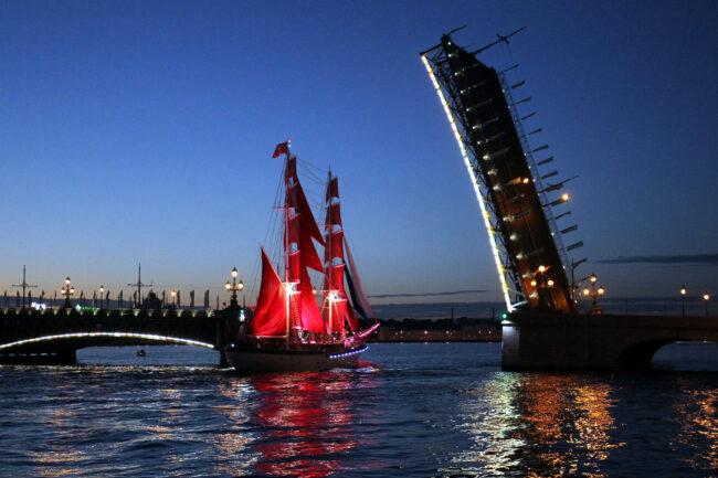 бриг Россия, парусник, корабль, Алые паруса, Троицкий мост