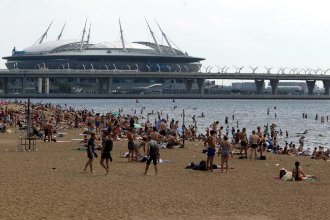 Финский залив, пляж, парк 300-летия Петербурга, купание в море, жара, погода, стадион на Крестовском, Зенит-арена, Газпром-арена