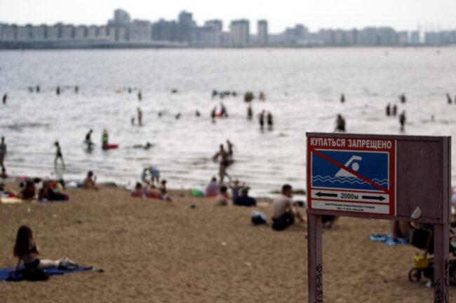 Финский залив, пляж, парк 300-летия Петербурга, купание в море, жара, погода, знак Купание запрещено