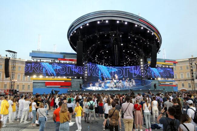 Алые паруса, Дворцовая площадь, сцена, музыкальное шоу