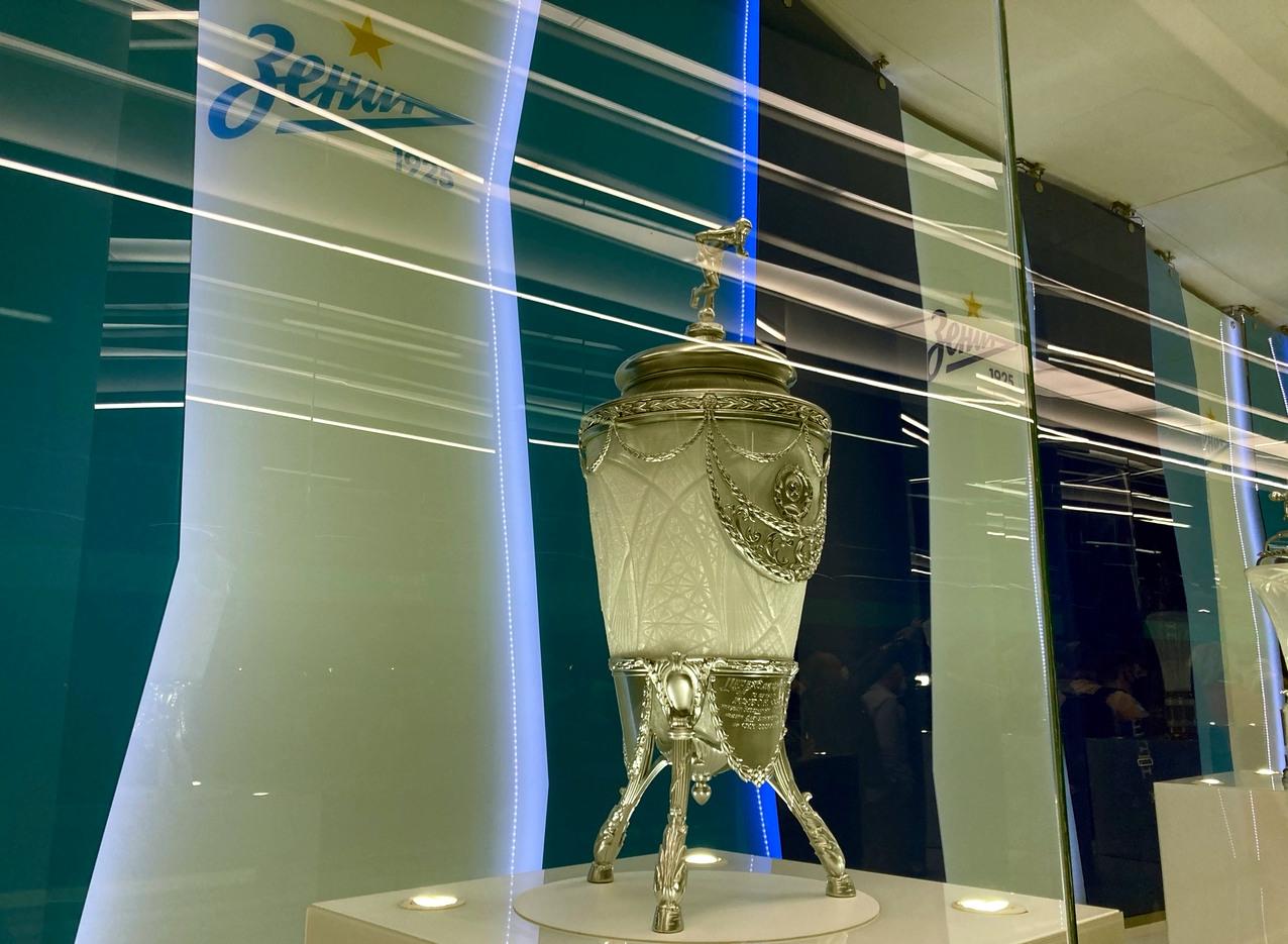станция метро Зенит, футбольный трофей, кубок