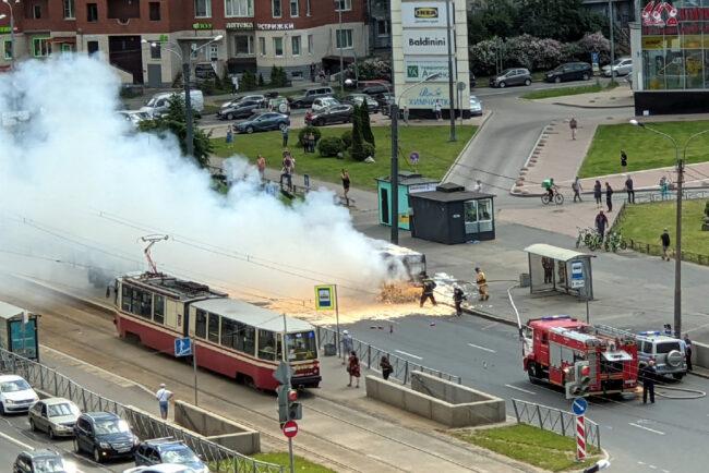 пожар, сгоревший автобус, улица Савушкина