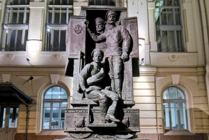 памятник солдатам Первой Мировой войны у Витебского вокзала
