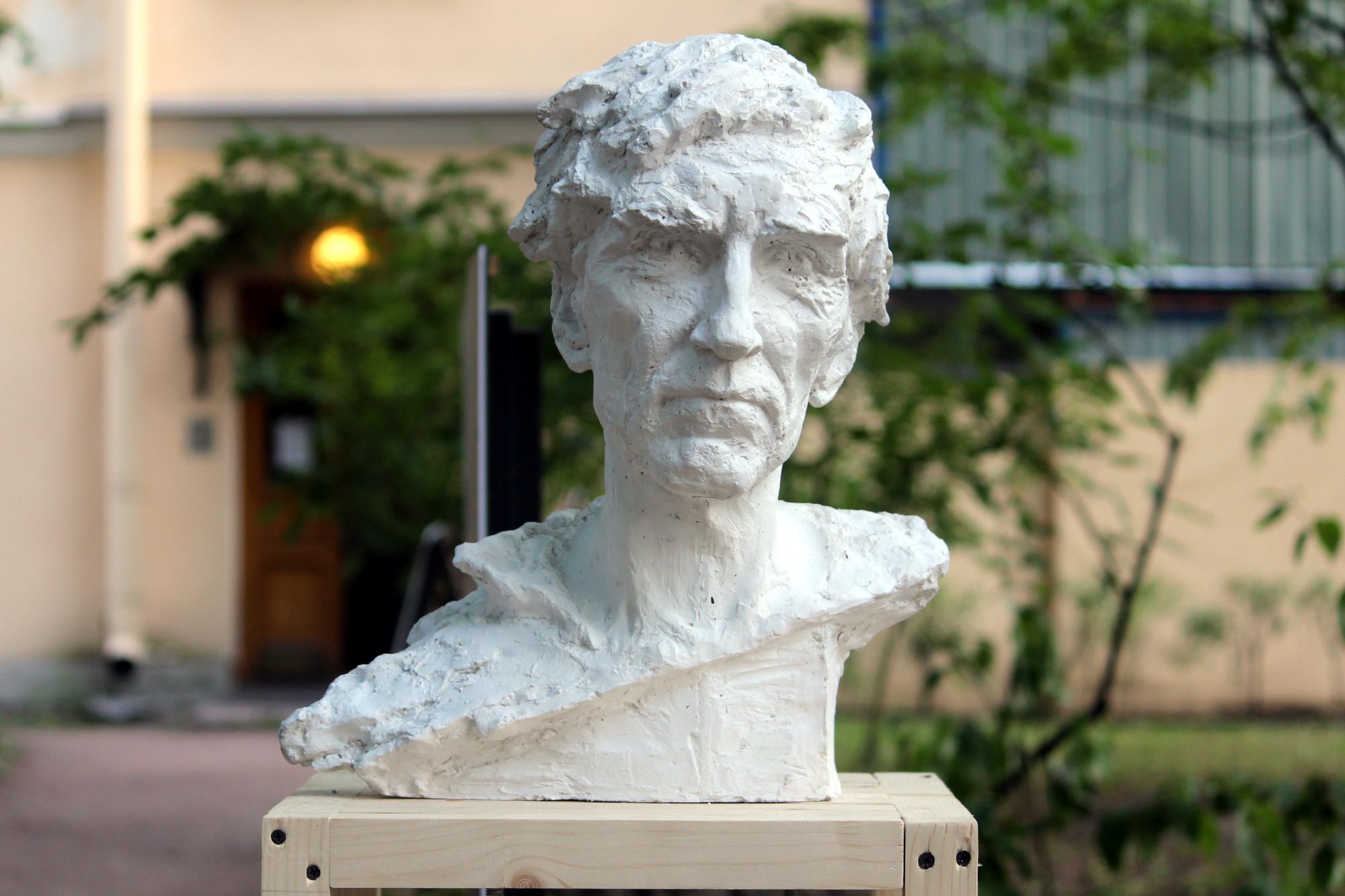 скульптура, портрет бездомного