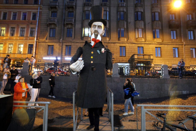 День Достоевского, водный транспорт, театр Кукфо, великанцы