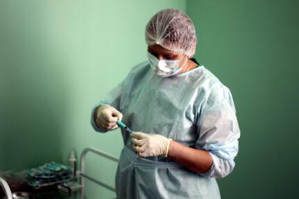 вакцина от коронавируса Спутник-V ГамКовидВак, прививка, медсестра, медперсонал, врачи, медики
