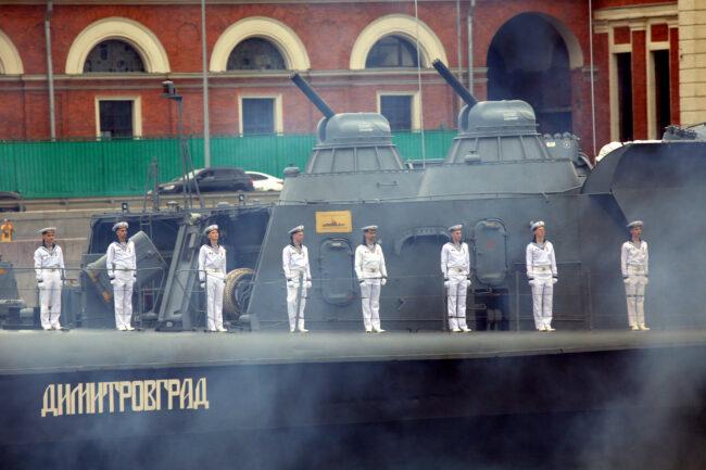 парад, день ВМФ, моряки, корабль Димитровград