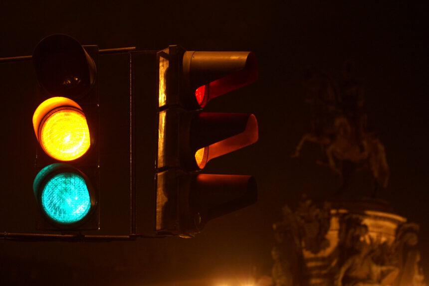 В этом году Смольный обещает построить 17 и отремонтировать 20 светофоров