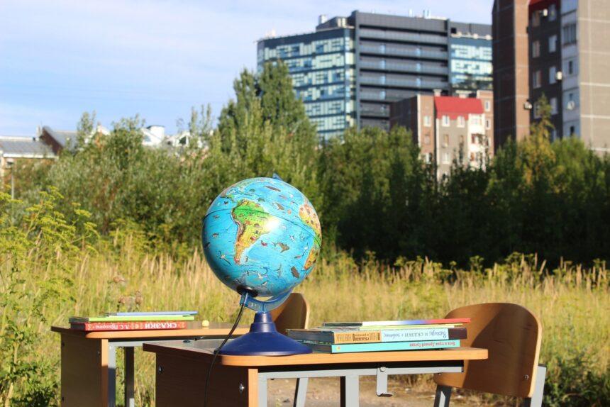 В Петербурге обещают решить проблему нехватки мест в школах и детских садах до 2024 года