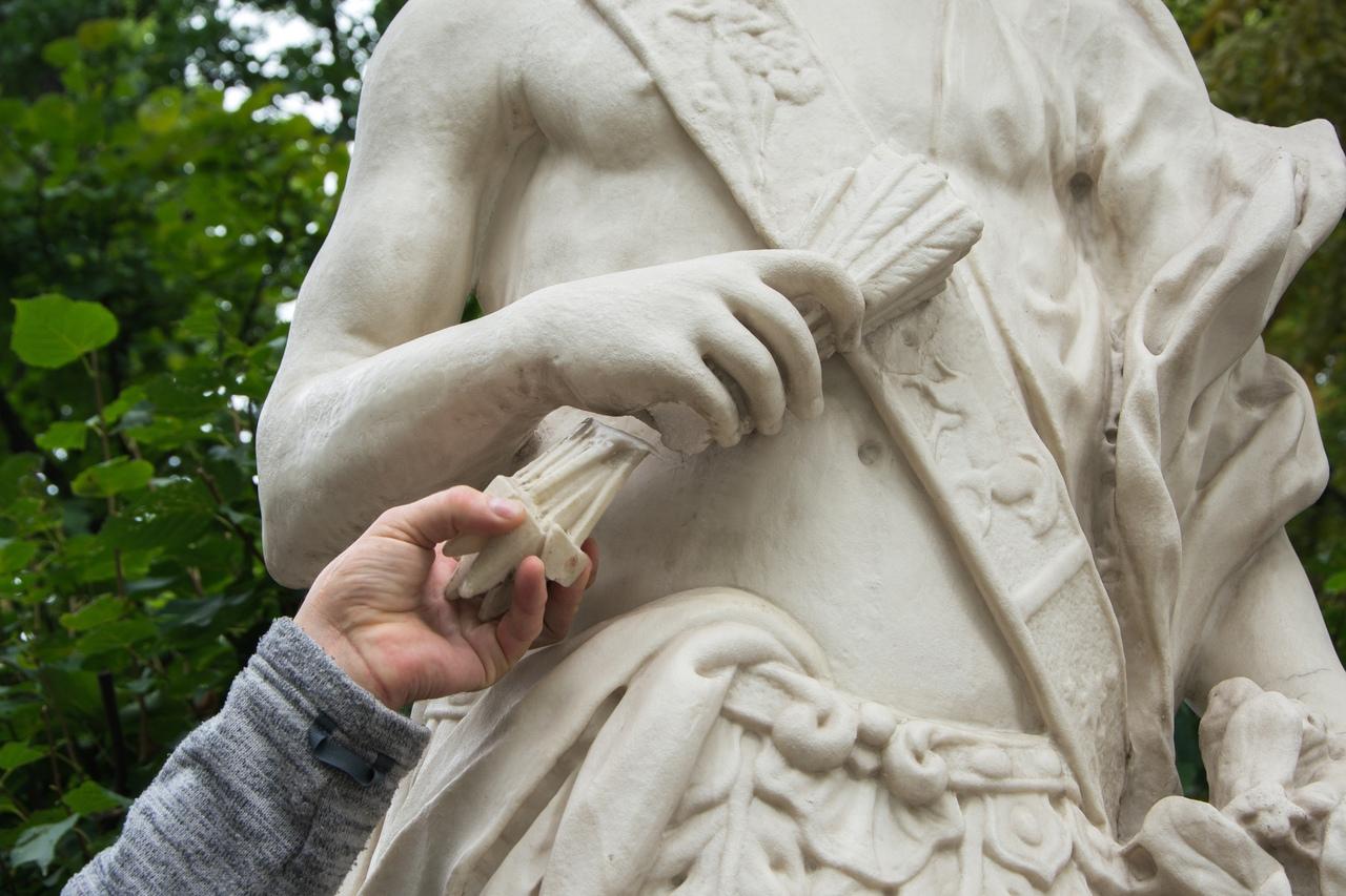 повреждённая скульптура Полдень, летний сад, статуя, скульптуры, вандализм