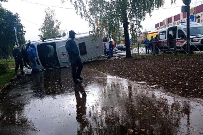 дтп, авария, столкновение, машина скорой помощи, Кириши