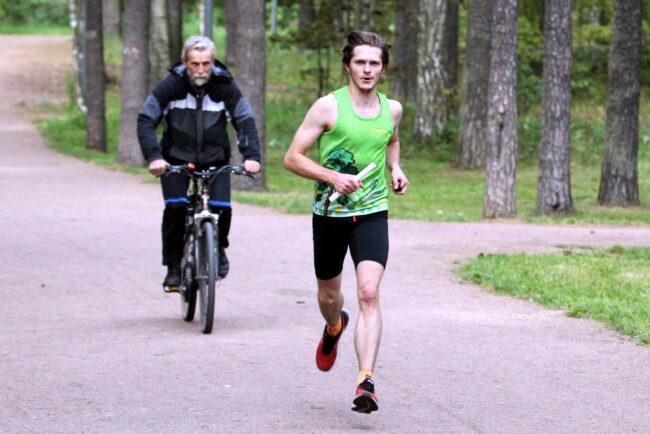 суточный забег в парке Сосновка, эстафета, бег, лёгкая атлетика, Павел Алтышов