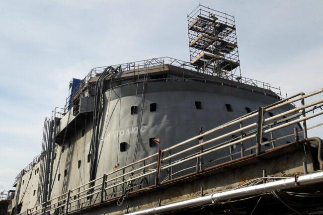 строительство ледостойкой платформы Северный полюс, Адмиралтейские верфи
