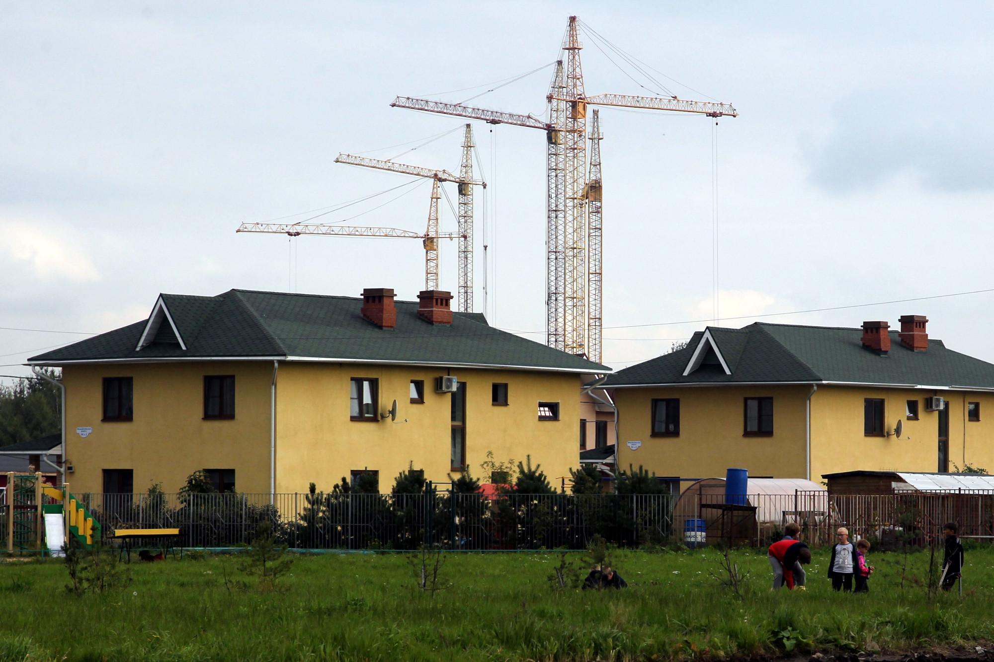 Ольгинская детская деревня, строительные краны