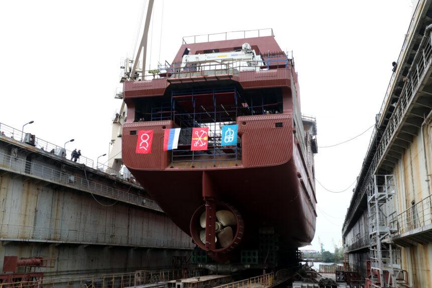 В Петербурге спущено на воду рыболовецкое судно «Капитан Осташков»