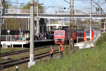 электричка, железная дорога, железнодорожная станция Пискарёвка