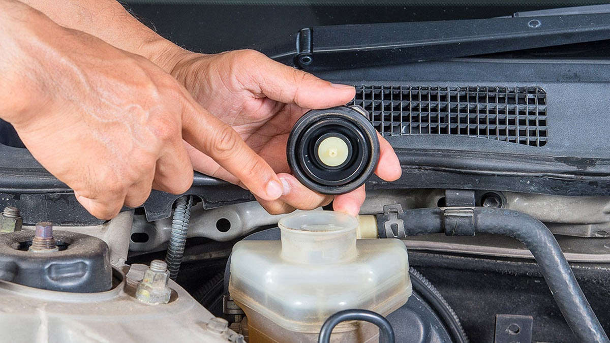утечка тормозной жидкости, автомобиль
